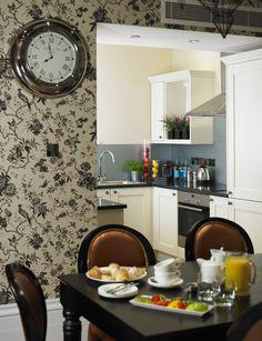 Kitchen Island, Kitchen Cabinets, Townhouse, Home Decor, Island Kitchen, Decoration Home, Terraced House, Room Decor, Kitchen Base Cabinets