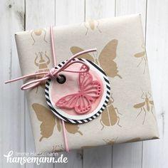 Sommerlich verpacken!   Dieses schöne  Geschenkpapier  in kraft / weiß mit Schmetterlingen und anderen Insekten ist einfach ideal für s...