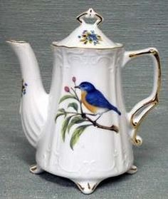 Need to add this to the tea pot collection.  Love the sweet bird (Blue Bird?)