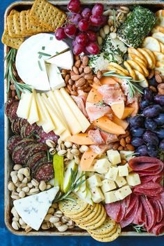 Such a pretty Cheese board. How to Make a Meat and Cheese Board - All you need to know to make an awesome cheese and charcuterie board! It's simple, easy and so impressive for a crowd! Plateau Charcuterie, Charcuterie And Cheese Board, Charcuterie Platter, Antipasto Platter, Cheese Boards, Cheese Board Display, Snack Platter, Platter Ideas, Meat Platter