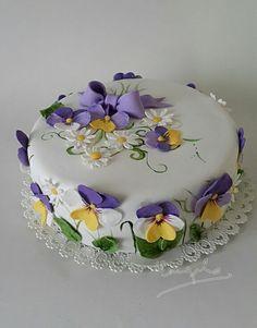 Flowers cake - Erika L. Pretty Cakes, Beautiful Cakes, Cute Cakes, Amazing Cakes, Cake Icing, Fondant Cakes, Cupcake Cakes, Cake Decorating Techniques, Cake Decorating Tips