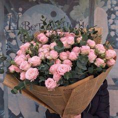 37 Ideas flowers arrangements bouquets gift pink roses for 2019 Luxury Flowers, My Flower, Flower Art, Pink Flowers, Beautiful Flowers, Art Flowers, Flower Pictures Roses, Fond Design, Flower Aesthetic