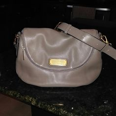Marc by Marc Jacobs Gold hardware with plenty of room inside. Flip closure along with zipper, Ask me any questions regarding this barely used excellent condition shoulder bag. Can also be worn crossbody Marc by Marc Jacobs Bags Shoulder Bags
