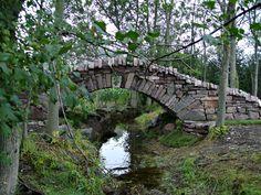 "DSWAC ""Dry Stone Walling Across Canada"" - Upper Canada Scottish Highland DryStone Bridge #drystone, #wallers, #bridge"