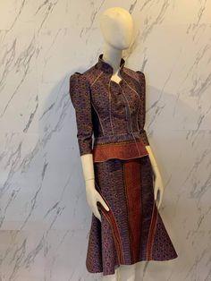 Blouse Batik, Thai Dress, Fashion 2020, Fashion Dresses, Asian, Costumes, Formal, Model, Shirts
