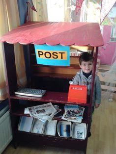De Zonnewijzer - Fotoboeken - Foto's 2012 - 2013 - Tweede kleuterklas - thema de post Dramatic Play Centers, Play Centre, School Themes, Cardboard Crafts, Cute Crafts, Post Office, Pretend Play, Kindergarten, Preschool