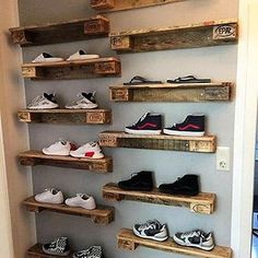 Home decor is incomplete without the super stunning pallet wall shelves ideas. The pallet wall shelves ideas leave no stone unturned in boosting up the appeal of your home. Pallet Wall Decor, Pallet Wall Shelves, Diy Pallet Furniture, Diy Pallet Projects, Pallet Ideas, Pallet Sofa, Rack Pallet, Pallet Bed Frames, Pallet Storage