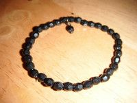 """Just updated small black lustre bead stretch bangle 6""""with bead droplet £1.25"""
