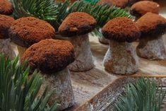 Wau! Tak tohle je úplná nádhera. Oříškové houby, které jsou prudce jedlé! Czech Recipes, Toblerone, Sweet Desserts, Christmas Cookies, Rum, Stuffed Mushrooms, Food And Drink, Place Card Holders, Homemade