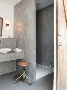 Villa in città a Wijk aan Zee: un mare di spazio! Concrete Bathroom, Bathroom Spa, Small Bathroom, Bathroom Ideas, Modern Interior, Interior Styling, Interior Design, Glass Extension, Shower Units