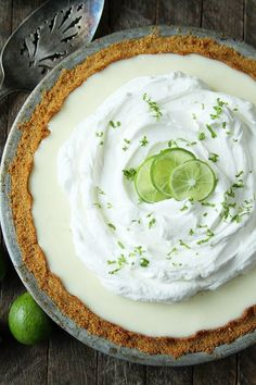 This amazingly delicious and crazy simple Key Lime Pie recipe only calls for 6 ingredients! It's so easy! This amazingly delicious and crazy simple Key Lime Pie recipe only calls for 6 ingredients! It's so easy! Potluck Desserts, Summer Dessert Recipes, Easy Desserts, Delicious Desserts, Easter Recipes, Key Lime Desserts, Plated Desserts, Lime Recipes, Sweet Recipes