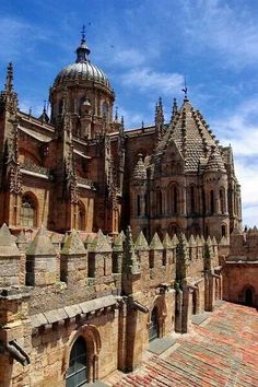Salamanca Cathedral - Castile and León, Spain Temples, Beautiful Buildings, Beautiful Places, Places To Travel, Places To Visit, Madrid, Religious Architecture, Spain And Portugal, Chapelle