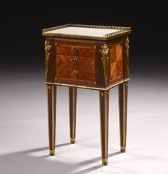 TABLE EN CHIFFONNIERE D'EPOQUE LOUIS XVI ATTRIBUEE A PHILIPPE CLAUDE MONTIGNY
