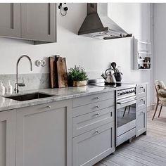 So many decisions! Is a grey kitchen a good choice? ✊ #interiorforinspo #interior #veddinge #bodbyngrå #ikea #kitchen #nivito #carrera #marble #mässing #marmor #stockholm #sekelskifte #brädgolv #kök #köksinspo #inreda #inredare