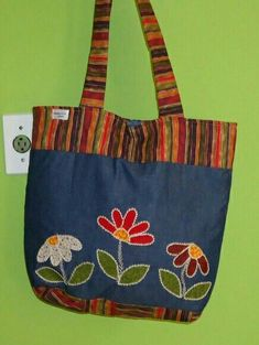 New sewing bags jeans fabrics 21 ideas Denim Tote Bags, Diy Tote Bag, Patchwork Bags, Quilted Bag, Jean Purses, Purses And Bags, Bag Quilt, Embroidery Bags, Denim Crafts