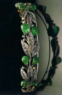 Emerald and Diamond Wreath Tiara currently belongs to Archduchess Francesca, but originally belonged to Empress Augusta. As this beauty originated in Prussia, then was brought to Hanover but has only been pictured on a Grecian princess and a Romanov archduchess, your Blog Hostess felt it proper to name it in the most generic of terms. The Emerald Laurel Wreath Tiara.