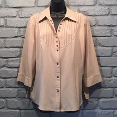 VINTAGE blouse/ tunic size large Like brand new. Got at a thrift store with the tags still on it and only wore it once. Too big on me now. Adorable with leggings and boots when worn as a tunic.                                                          NO TRADES/ PAYPAL ✔DON'T ASK FOR MY LOWEST PRICE, PLEASE USE OFFER BUTTON ❤️BUNDLE TO SAVE! ⏳I ONLY HOLD ITEMS FOR 24 HOURS Cathy Che Tops Blouses