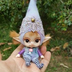 A wee handful😊 Felt Fairy, Baby Fairy, Elf Doll, Polymer Clay Crafts, Fairy Dolls, Pixies, Diy Projects To Try, Faeries, Beautiful Dolls