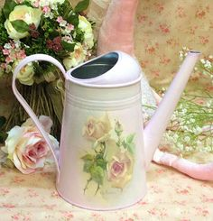 regadera shabby by sallie Decoupage Vintage, Decoupage Ideas, Metal Tins, Watering Can, Shabby Chic Decor, Beautiful Words, Decorative Items, Bunt, Canning