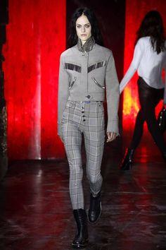 Punk-henkeä ja lähes pelkkää mustaa - tältä näyttää Alexander Wangin uusi mallisto