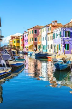 If you're in need of a colour injection (it is spring after all) then look no further than Burano. #ItalyTravel