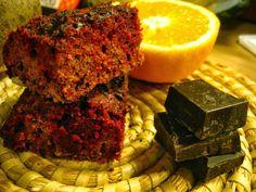 Bezlepkový cviklový koláč s cviklovo-pomarančovým sirupom a strúhanou čokoládou