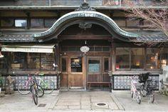 銭湯を改装した京都のレトロモダンなカフェ「さらさ西陣」 | ことりっぷ