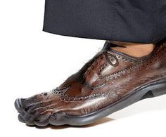 John Maurad and Jenai Chin's painted chocolate brown wingtip. Looks so real, one could comfortably go to the office in bare feet. Reminds me a little of toe-socks. Fashion Art, Fashion Shoes, Toe Socks, Unusual Art, Shoe Art, Sock Shoes, Face And Body, Comfortable Shoes, Loafers Men