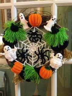 Crocheted Wreath Halloween Wreath 2014 Crochet Wreath, Crochet Fall, Holiday Crochet, Crochet Crafts, Crochet Toys, Halloween Crochet Patterns, Crochet Flower Patterns, Crochet Patterns Amigurumi, Crochet Flowers