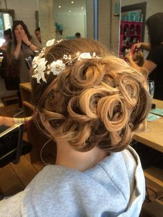 Beautiful bridal hair yesterday at Nanoo Winchester. Was an absolute pleasure doing her hair for her on her big day.