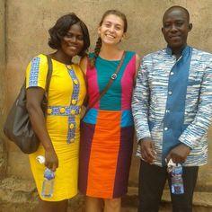 Ghana ein Land der Tausend Stoffe.  Alles leuchtet und strahlt.  Die Selbstgenähten Kleider der Ghanaischen Frauen und auch Männer sind ein Hingucker und immer ganz bewusst für jeden Anlass ausgewählt. Eine große Freude für jeden Modeliebhaber