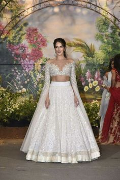 Katrina Kaif arrived with sister Isabelle Kaif at Sonam Kapoor-Anand Ahuja's reception party. Sidharth Malhotra and Ranveer Singh also arrived in style. Indian Reception Outfit, Bride Reception Dresses, Wedding Party Dresses, Reception Party, Indian Gowns Dresses, Indian Fashion Dresses, Indian Designer Outfits, Indian Bridal Lehenga, Indian Bridal Outfits