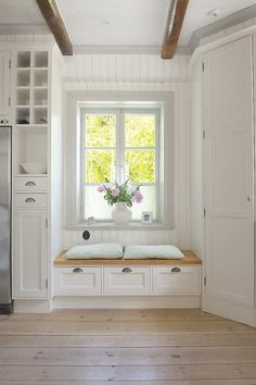 Window seat next to kitchen. I've always wanted a window seat in my house! Window Seat Kitchen, Windows In Kitchen, Bathroom Bench Seat, Farmhouse Windows, Farmhouse Table, Farmhouse Decor, Window Benches, Window Seats With Storage, Window Seat Cushions