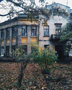 В продолжение осенне-депрессивной тематики. Гродненские закоулки #любимоегородское #vscocam #vscobelarus #autumn #house #architecture #trees #walk #grodno #wowgrodno #grodno24