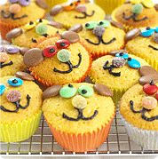 Teddy Bear Cupcakes:  I've made these for my toddler (with cream cheese icing too) & she loved them! xXx