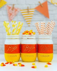 Candy corn mason jars for Halloween - easy Halloween craft idea for kids. Mason jar craft idea for Halloween. Easy diy Halloween decoration or centerpiece. Halloween Mason Jars, Fall Mason Jars, Mason Jar Crafts, Mason Jar Diy, Easy Halloween Decorations, Easy Halloween Crafts, Halloween Party, Halloween Ideas, Holiday Decorations