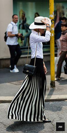แฟชั่นขาวดำ Street Style
