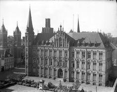 Mariaplaats - 1940 | Ziekenhuis St.-Joannes de Deo met links de St.-Dominicuskerk.