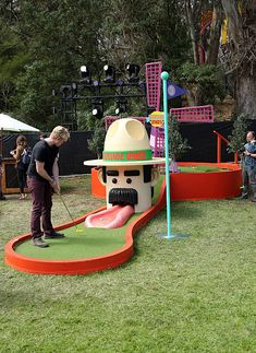 Festival goers play mini golf during the 2016 Outside Lands Music And Arts Festival at Golden Gate Park on August 7 2016 in San Francisco California Golf Games For Kids, Indoor Mini Golf, Putt Putt Golf, Outside Games, Golf Pictures, Crazy Golf, Miniature Golf, Vintage Golf, Golf Humor