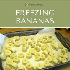 Sliced frozen bananas on freezer paper. Apple Recipes, Meat Recipes, How To Dye Fabric, Dyeing Fabric, Freezing Apples, Mod Melts, Applique Tutorial, Banana Slice, Freezer Paper