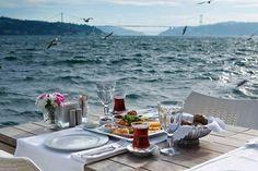 Wat te doen in Istanbul? Turkish Breakfast, Turkish Tea, Capadocia, Visit Turkey, Areas Of Life, The Breakfast Club, Most Beautiful Cities, Coffee Cafe, Istanbul Turkey