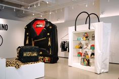 Inside-Of-Moschino's-New-Soho-Store4.jpg (2048×1371)