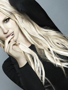Love Britney's hair color in this pic..