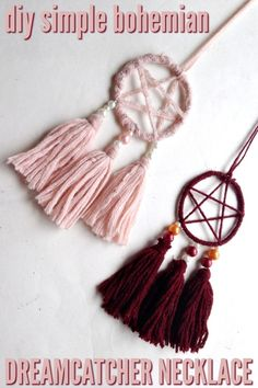 Aren't these beautiful? This simple little craft comes together quickly. Here's how to make this DIY dreamcatcher pendant. Wear it as a necklace or hang it up somewhere! Wiccan Decor, Wiccan Crafts, Diy Jewelry, Jewelry Making, Fashion Jewelry, Stylish Jewelry, Jewelry Necklaces, Handmade Jewelry, Chain Bracelets