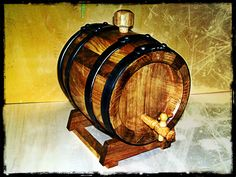 Botte in legno di rovere da 8 litri per invecchiamento distillati, dopo effetti Pixlr. Oak-tree wood barrel, 8 lt, for distillates aging, after Pixlr effects. Tel.+39 0547 310171