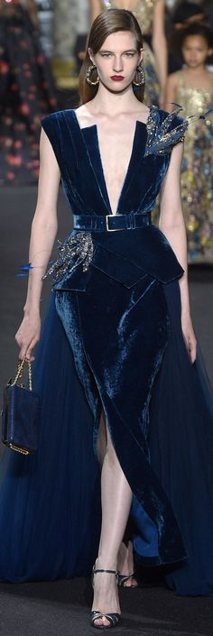 The complete Elie Saab Fall 2016 Couture fashion show now on Vogue Runway. Elie Saab Couture, Haute Couture Paris, Style Haute Couture, Couture Fashion, Runway Fashion, Fashion Show, Paris Fashion, Couture 2016, Fashion Outfits