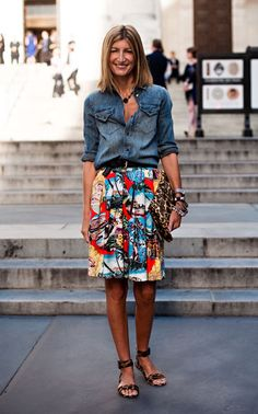 Vanessa Jackman: New York Fashion Week SS Rutson, fashion editor - chambray shirt, Hawaiian print full skirt, leopard clutch and heels Mode Outfits, Skirt Outfits, Casual Outfits, Look Casual, Look Chic, Casual Fall, Looks Style, Style Me, Funky Style