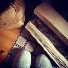 Cottagelife#mökkielämää#kesäkaudenpäättäjäiset#mökkitalviteloille#rentoiluahvässäseurassa#syksy#latevenetian#thewarmoffireplace#relaxandjoy#autumn#momentsofmylife#memories