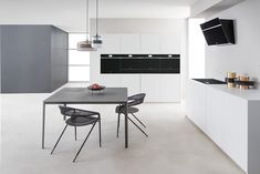 Why All Modern Kitchens Need Whirlpool W-Collection Appliances! Kitchen Cabinet Colors, Kitchen Colors, Contemporary Kitchen Design, Contemporary Style, Four A Convection, Dark Wooden Floor, Four Micro Onde, Modern Kitchens, Houses