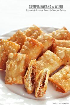 Sumpia Kacang dan Wijen – Peanut and Sesame Seeds in Wonton Pouch